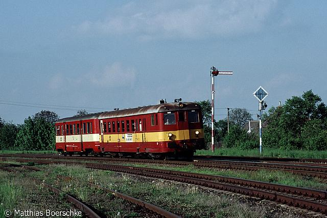 831 108-7 in Moravske Budejovice am 11.05.02.